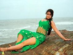 Green Saree, South Indian Actress, Hottest Photos, Indian Actresses, Tie Dye Skirt, Bollywood, Sari, Politics, Skirts