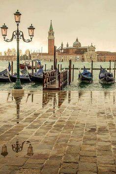 Rainy day, Venice, Italy x