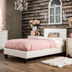 Furniture of America Huntress III Pearl White Crocodile Leatherette Platform Bed