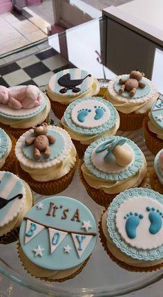 It's a boy ! - Cake design by Miss Audrey's Cupcakes -   Soutenez-nous dans le développement de nos salons de thé vintages ! Support us to develop  our vintage tearooms !  Facebook : https://www.facebook.com/MissAudreysCupcakes/ Ulule : http://fr.ulule.com/audreys-cupcakes/  Merci :D ! Thank you :D !