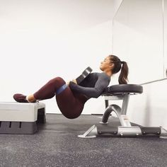 3 squeeze exercises you HAVE TO ADD to your booty session Holy moly!!! HIP THRUSTERS TRISET; 5set x 15-20reps /exercises • Frog thrusters - with weights • Frog thrusters - body weight • Wide hip raises TAG YOUR FRIENDS #hannaoeberg #gymshark #gymsharkwomen #girlpower #girlswholift #fitspo #fitness #fitgirls #fitnessgirl #fitnessmotivation #restlessbyem #adidas #adidasoriginals #gym #workout #workoutmotivation