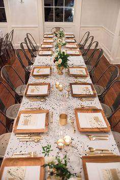 An Artfully Inspired Dinner Party in Charleston | Design, Styling and Planning by Kristin Doggett of Bellafare | Photo by Marni Rothschild | Co-Host: Hillary Crittenden of Brandshop | Paper Design by 42 Pressed | Florals: Flowershop | Event Rentals: Snyder Event Rentals | Chargers, Napkins and Decanters: Open Door Shop | Venue: Gadsden House | Tablecloth by artist Dorothy Shain | Modern Sanctuary | Modern Tablescape Inspiration | Modern Organice Tablescape | Wedding Inspiration | Black and…