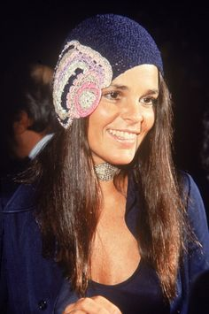 Ali MacGraw looked stylish in her signature crocheted cap and a jeweled choker.....I think she is one reason I learned to crocheted when I was a teen....Loved her crochet fashions.
