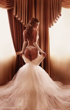 Boudoir photos in your wedding gown. Best idea ever.