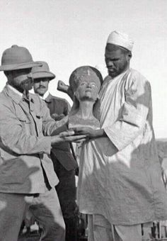The discovery of Nefertiti in Tell el-Amarna        Between 1911 and 1914, excavations on behalf of the German Orient Society (Deutsche Orient-Gesellschaft  - DOG) took place in the Egyptian city of Tell el-Amarna