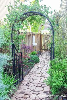 Secret gardens are a beautiful way of garden landscaping that will create your dream garden in your backyard. Find out what you need to include in your garden design (like garden paths and patios) to make your beautiful backyard garden a reality. Stone Garden Paths, Brick Garden, Gravel Garden, Garden Stones, Walkway Garden, Diy Garden, Garden Grass, Gravel Patio, Garden Entrance