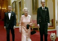 Google Image Result for http://images.mirror.co.uk/upl/dailyrecord3/jul2012/4/4/queen-with-daniel-craig-in-james-bond-spoof-shown-during-the-london-2012-opening-ceremony-245353966.jpg