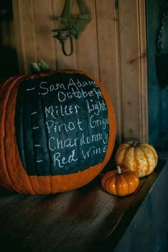 #DIY idea: Use chalk paint to write your drink menu | Brides.com