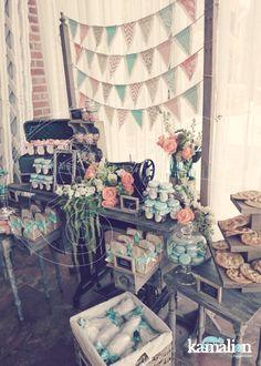 www.kamalion.com.mx - Mesa de Dulces / Candy Bar / Menta & Salmón / Vintage / Rustic Decor / Flores / Decoración / Bautizo / Máquina de Coser / Banderines / Flags / Mint & Orange.