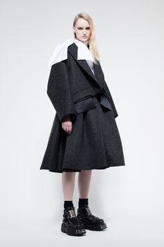 Dice Kayek Pre-Fall 2017 Collection Photos - Vogue    http://www.vogue.com/fashion-shows/pre-fall-2017/dice-kayek/slideshow/collection#6