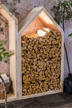 Outdoor Firewood Rack, Firewood Storage, Backyard Garden Design, Backyard Landscaping, Outdoor Rooms, Outdoor Gardens, Log Shed, Wood Store, Diy Garden Projects