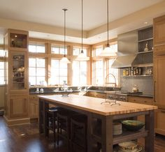 If you're ready to make your dream kitchen a reality, hiring a pro can ease the process. Here are the keys to a successful partnership