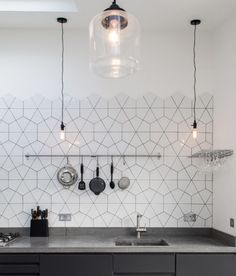 11 types of white kitchen splashback tiles: Add interest with shape over colour. Large hexagon broken into triangles as kitchen splashback tile. effect hexagon tile kitchen splashback. Home Design Decor, Küchen Design, Interior Design Kitchen, Kitchen Decor, Home Decor, Design Ideas, Tile Design, Kitchen Styling, Kitchen Walls