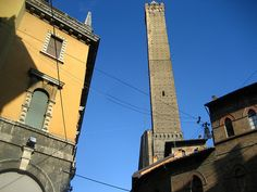 Towers+of+Bologna+-+The+two+leaning+towers+are+the+city's+symbol.+The+taller+of+the+two+can+be+climbed+to+access+great+views+of+the+city