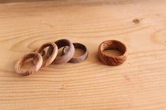Rings Made From Solid Wood Diy wood rings . Wooden Crafts, Wooden Diy, Diy Wood, Dremel Wood Carving, Bois Diy, Diy Rings, Simple Rings, How To Make Rings, Wood Lathe