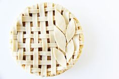 Combine lattice + leaves to bake up a gorgeous Thanksgiving pie.