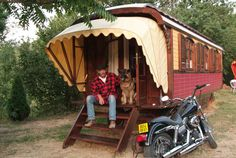 We design, build and sell dutch style 1950′s gypsy caravans since 1996 and so far we build 80 caravans.