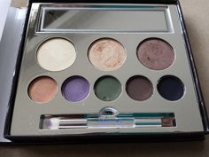 Jane Iredale in the blink of a Smoky Eye Smoky Eyes Kit is an eyeshadow made from mineral makeup #cosmetics