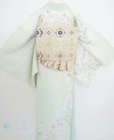 訪問着 淡いグリーンに白花刺繍の訪問着 変わり結び Traditional Clothes, Japanese Kimono, Kimonos, Bell Sleeves, Bell Sleeve Top, Traditional Bedskirts, Kimono