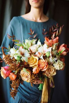 Great fall bouquet - Honey of a Thousand Flowers - Journal - Winter flowers by sarah w. Fall Bouquets, Bride Bouquets, Floral Bouquets, Winter Bouquet, Winter Flowers, Beautiful Flowers, Beautiful Bouquets, Floral Wedding, Wedding Flowers