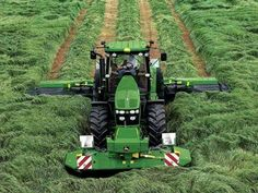 Cut that grass Big Tractors, John Deere Tractors, Logging Equipment, Heavy Equipment, New Holland, Tractor Pictures, Farm Humor, Tractor Accessories, New Tractor