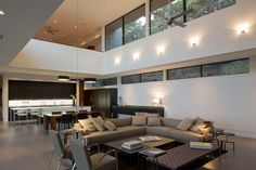 Dick Clark Architecturehave recently completed the Skyline House in Austin, Texas. Description from Dick Clark Architecture On a sloping site in West Lake Hills, this house slides in between mature Live Oaks to create a...