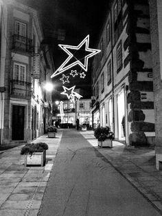 Boa tarde :D A rua Nórton de Matos (a dos Correios) em Arcos de perto das 19:00.Ainda com as decorações de Natal até ao próximo fim de semana