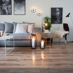 Gemütliche Wohnzimmereinrichtung mit akzentuierter Kerzenbeleuchtung. Hallo Winterzeit! Mehr auf http://roomido.com #roomido