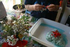 Experimento_papel_semillas_flores Plastic Cutting Board, Experiment, Paper Envelopes, Plants, Blue Prints, Flowers
