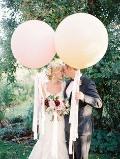 Use inexpensive balloons for beautiful fun wedding photos. #weddingphotoideas #weddingideas