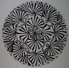 Mandala by Hurts the eyes, but I can't stop looking at this! Tangle Doodle, Tangle Art, Zen Doodle, Doodle Art, Zentangle Drawings, Doodles Zentangles, Zentangle Patterns, Mandala Design, Mandala Art
