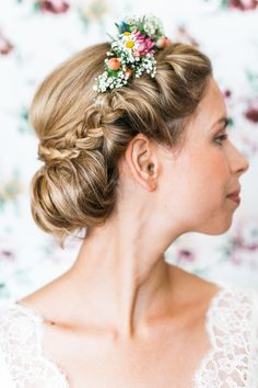 Wedding Hairstyles: Exquisitely Striking And Desirable – Stylish Hairstyles Curly Wedding Hair, Wedding Hair Flowers, Wedding Hairstyles For Long Hair, Wedding Hair And Makeup, Wedding Hair Accessories, Flowers In Hair, Hair Makeup, Bridal Hairstyle, Prom Hairstyles