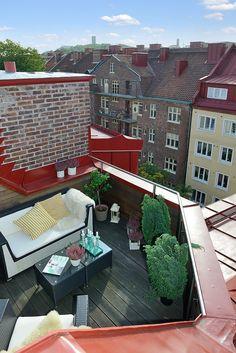 Lovely terrace. via Alvhem.