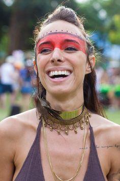 Inspiração para a folia: os looks das cariocas para o Carnaval são de todos os estilos. Veja como fazer uma fantasia de índia improvisada com make e acessórios.