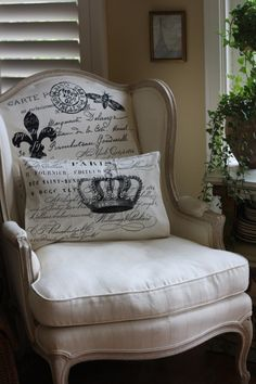 French-script fabric is actually $4.99 tea towels from World Market.   Great idea!  I love how soft the seat cushion looks.