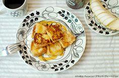 シンプルなブラックは、洋食はもちろん和食にもぴったり。 Arabia Paratiisi, French Toast, Breakfast, Interior, Recipes, Food, Table, Morning Coffee, Indoor