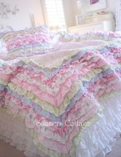 SHABBY COTTAGE COLORS CHIC PETTICOAT RUFFLES FULL / QUEEN QUILT SET