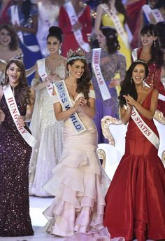 Beating the stereotype of 'dumb beauty queens', 22 year medical student from South Africa Rolene Strauss was crowned the Miss World Miss World 2014, Miss Universe 2014, Girls Dress Up, Little Girl Dresses, Beautiful South African Women, Miss America Contestants, Pageant Crowns, Coast Dress, Miss India