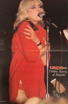 """blondie-poedie: """"Debbie Harry """" Blondie Debbie Harry, First Rapper, Que Horror, Nostalgia, Atomic Blonde, Estilo Rock, Sexy Older Women, Music Photo, Cards"""