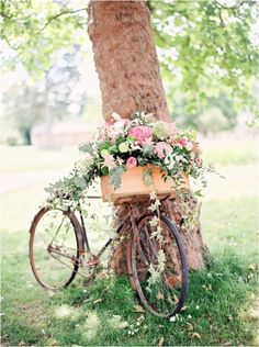 18 Super Ideas For Vintage Bike Wedding Decor Beach Cruisers Bike Decorations, Wedding Decorations, Wedding Ideas, White Flowers, Beautiful Flowers, Cream Flowers, Spring Flowers, Bike Planter, Planter Garden
