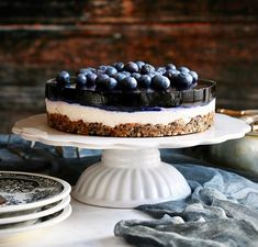 V novon cisle casopisu dobrejedlosk najdete nasu sladku vyzvu nepecenu cucoriedkovu tortu Mizu napiekla exkluzivnetorty coolinari foodblog cake dort torta foodphotography simply delicious blueberries cucoriedky boruvky