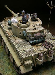 1943年8月頃ロシアでの503重戦車大隊の指揮車。タイガーI型で砲塔番号が「I」。1の1であります。めでたい。11年の1月1日に完成させるべきでした。 ... Tiger Tank, Tiger Tiger, Trump Models, Johnny Sins, Blog Logo, Model Tanks, Military Diorama, Fun Hobbies, Panzer