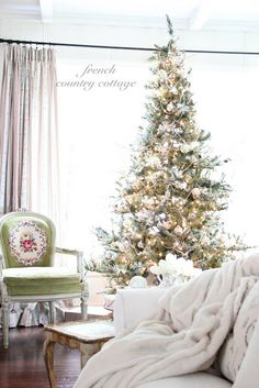 French country cottage: Silver & Gold Tree