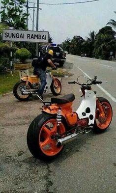 "Custom Honda Cub | Superbike 17"" rims"