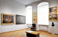 """Dzięki doskonałym parametrom technicznym oświetlenia, muzeum z powodzeniem wypożycza polskie i zagraniczne dzieła sztuki na wystawy czasowe (m.in. wystawa czasowa """"Pejzaż z miłosiernym Samarytaninem Rembrandta . Skarby Fundacji Książąt Czartoryskich ''."""