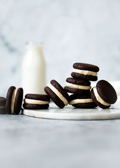 Espresso Brownie Sandwich Cookies ~ Espresso buttercream is tucked between two brownie sandwich cookies fit for a queen. Not even joking when I say I ate 6 in one sitting. Gourmet Cookies, Yummy Cookies, Baby Cookies, Heart Cookies, Valentine Cookies, Easter Cookies, Birthday Cookies, Sugar Cookies, Christmas Cookies