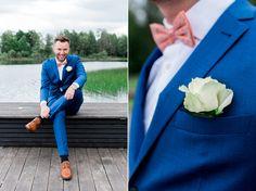 Wedding photographer Sanna Dolck. Malmö, Sweden. Wedding portraits. Bröllop. Wedding. Groom. Blue suit, orange bow tie. Växjö.