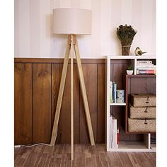 Stehlampe TripodStehleuchte Deckenfluter StandleuchteFluter Leselampe (Beige Textilschirm / Naturell Holzfuß), 80€