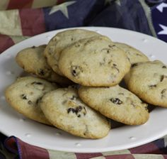 Toasted pecan and currant cookies Raisin Cookies, Sugar Cookies, Toasted Pecans, Cookie Jars, Maid, Sun, Desserts, Recipes, Deserts