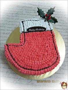 聖誕節蛋糕 Merry X'mas | 自製蛋糕 Game Boy, No Bake Cake, Baby Shoes, Recycling, Merry, Baking, Bedroom, Colors, Places